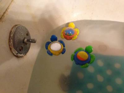 18 of our Favorite Toys & Things we Use During Bath Time!   Mama ...